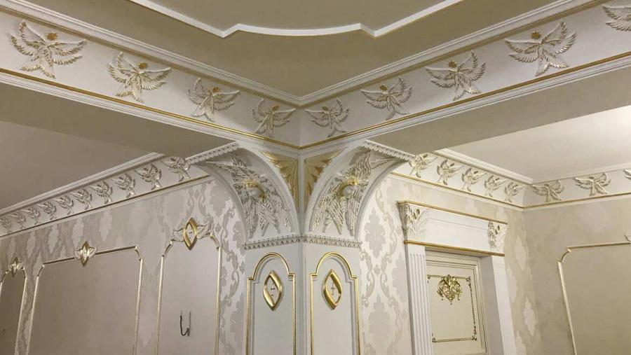 Лепной гипсовый декор в классических интерьерах