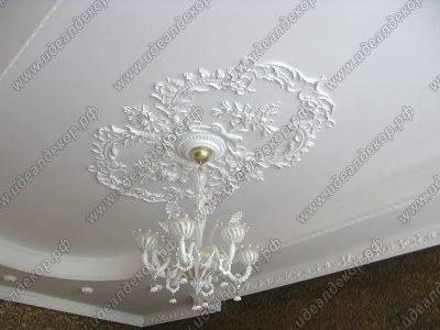 Ручная лепнина на потолке - розетка по индивидуальному заказу